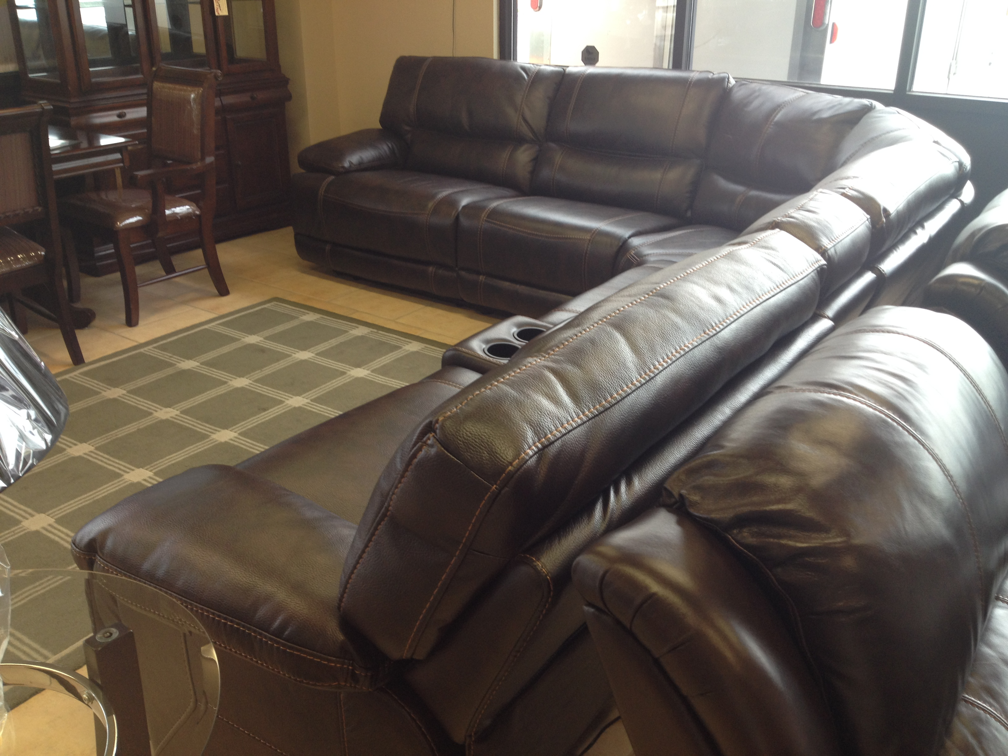 Living room sectional liquidation simmons parker for Liquidation chaise