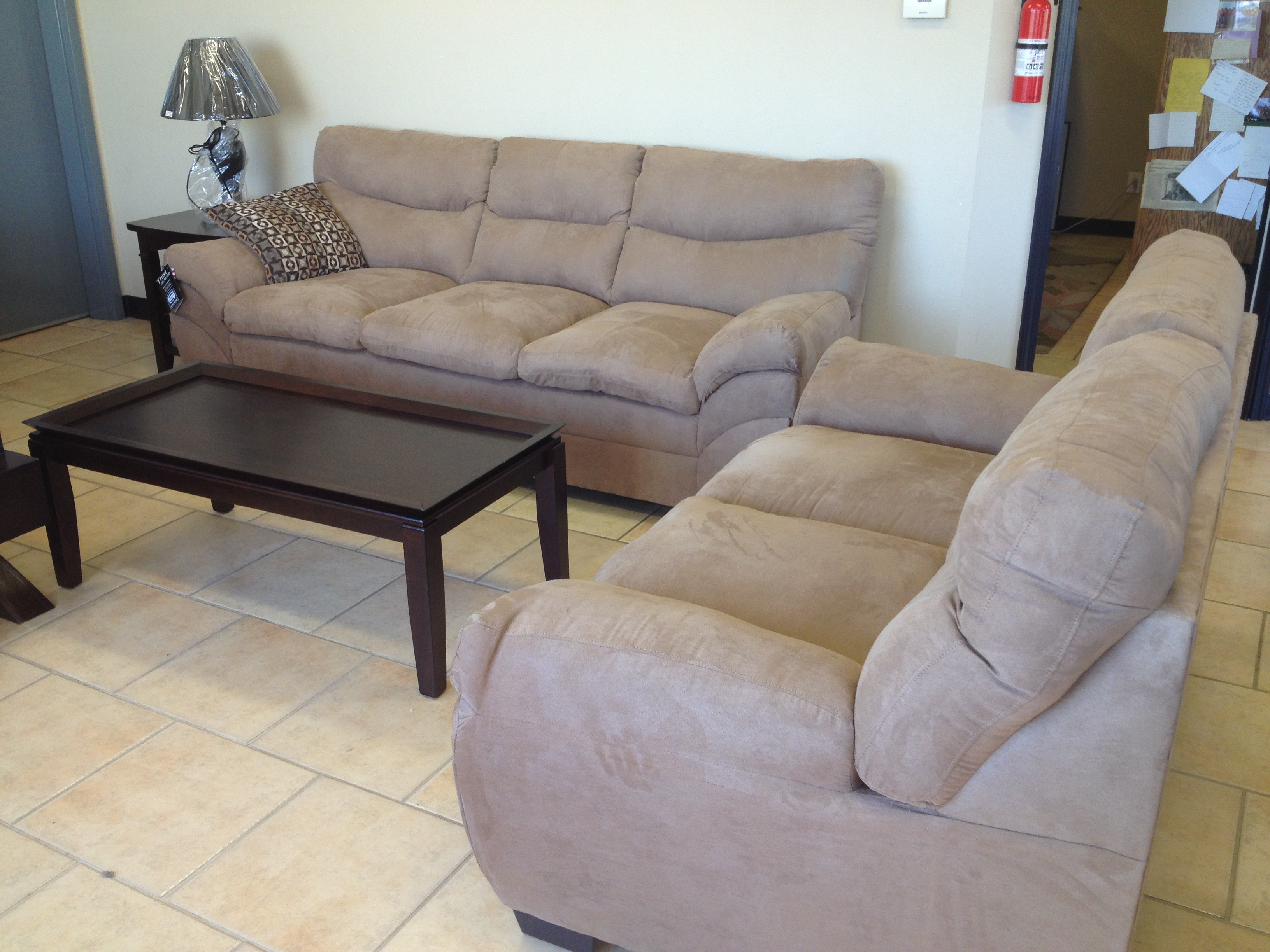 Sofa liquidation furniture liquidation warehouse open to for Sofa en l liquidation